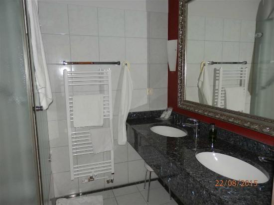 Hotel Waldschloesschen : Ansprechendes Badezimmer