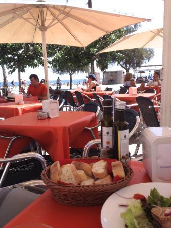 Santa Marta: Столики на улице