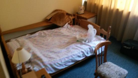 Gromada Zakopane: Pokój jednoosobowyz szerokim łóżkiem.