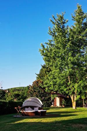 Residenza San Vito: Il giardino e la dependance