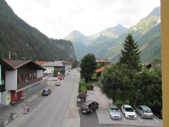 Hotel Zum Hirschen: uitzicht vanop de kamer voor kant