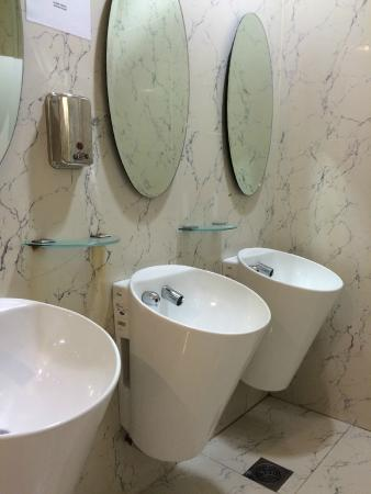 Mustafa Centre Fancy Toto Sinks With Built In Sensor Faucets Nice