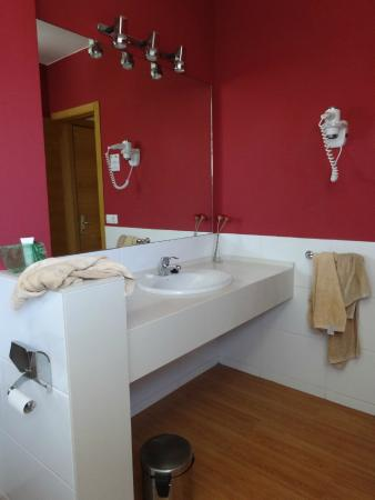 Costa Sal Villas And Suites: Bathroom Inside Our 2 Bed Apartment