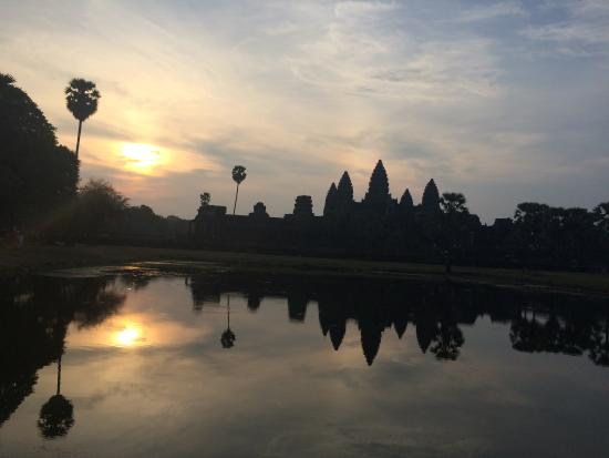 Angkor Guide Online Day Tours: sunrise