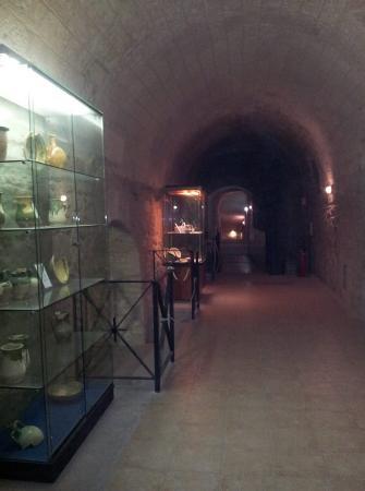 Castello Aragonese: vecchi reperti custoditi nel castello