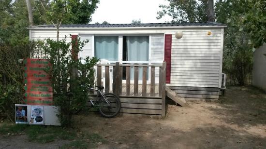 Un des nombreux bungalow ici l 39 aliz e avec t l et airco for Camping moustiers sainte marie avec piscine
