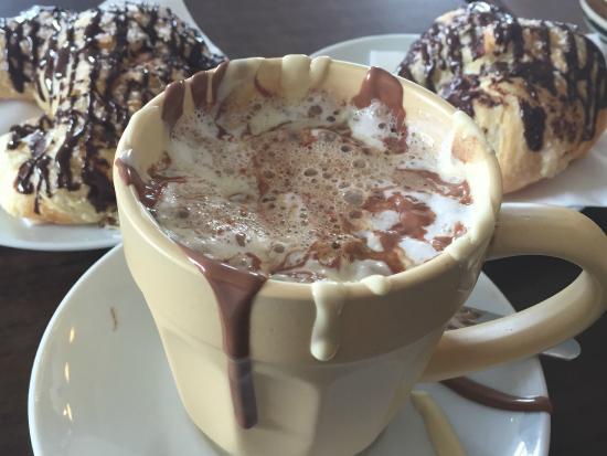 Cocoa Mountain Balnakeil: Mountain Mocha with chocolate croissants