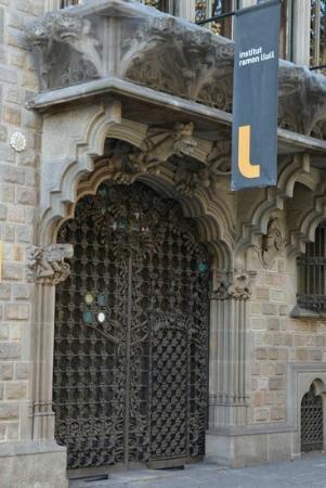 Palau del Baro de Quadras: ворота