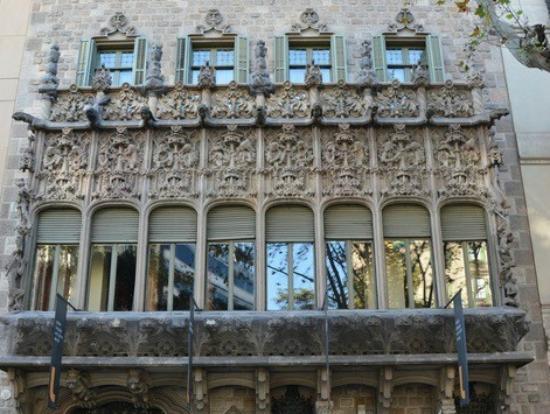 Palau del Baro de Quadras: балкон