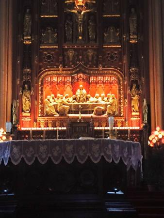 A l'eglise La Nativite de Notre-Dame