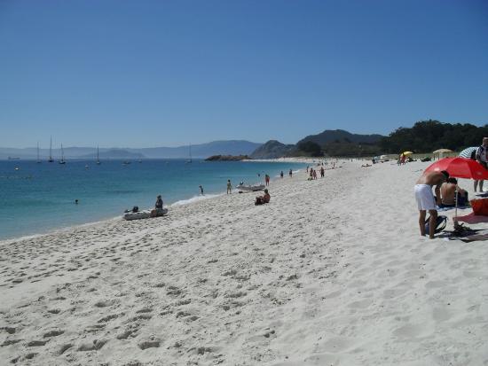 Islas Cies: Vistas desde la playa de Rodas en Cíes.