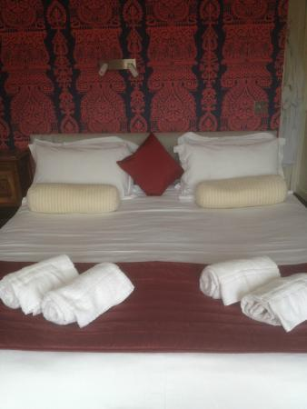The Gallery B&B: The comfy bed !