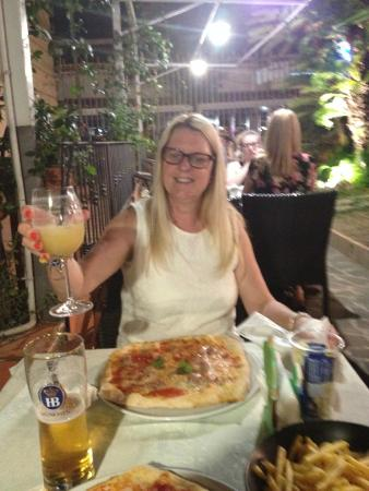 Jolly Blu : Massive Pizzas!