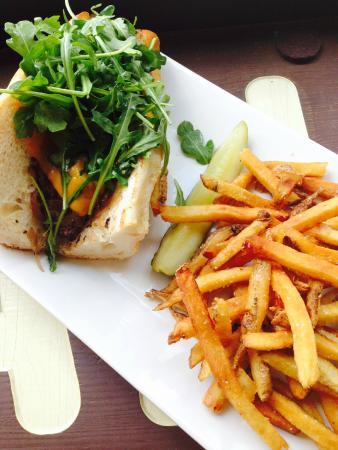 Native Kitchen & Social Pub: Steak Sandwich with fries