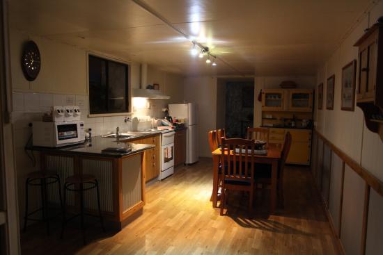 Underground Bed & Breakfast: Well stocked kitchen