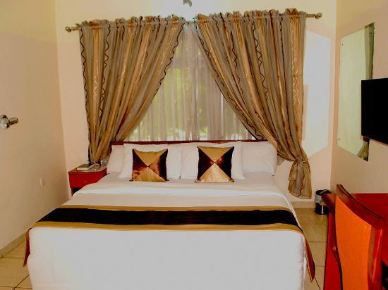 Sinoni Lodge: Royal Suite Master Room