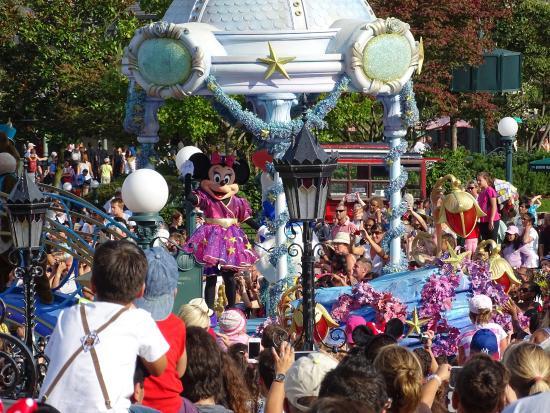 Disneyland Park: Mini on Parade