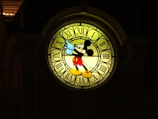 Disneyland Park: Hotel clock at night