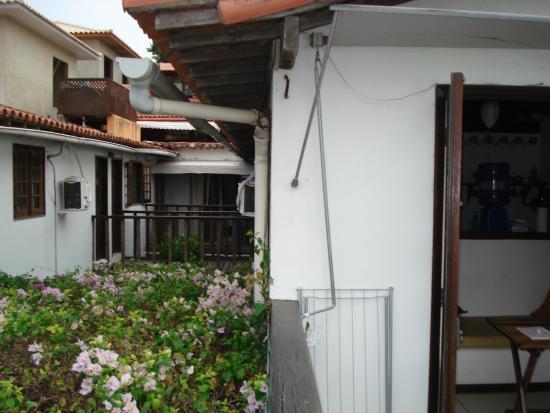 Cesar Apartamentos : vista desde el balcon hacia el interior