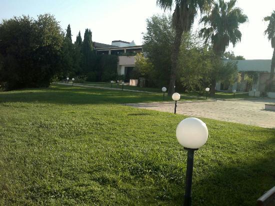 Villaggio Giardini D'Oriente: Camerieri stupendi tutto pulito
