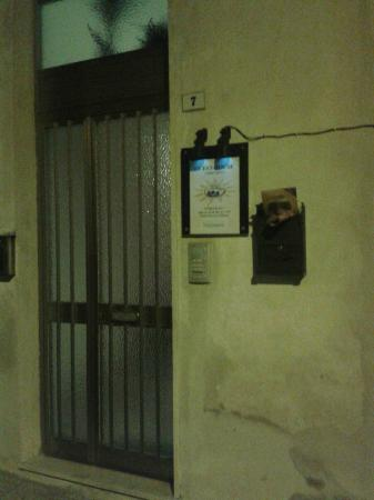 Bosa Guest House: portone B&B