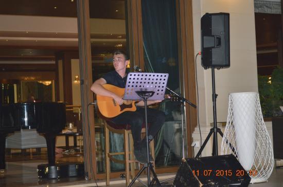 Atlantica Caldera Palace Resort & Spa: evening entertainment