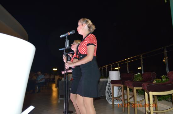 Atlantica Caldera Palace Resort & Spa: entertainment team