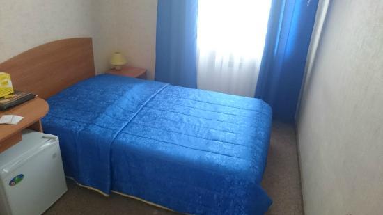 Izhora Hotel: Кровать