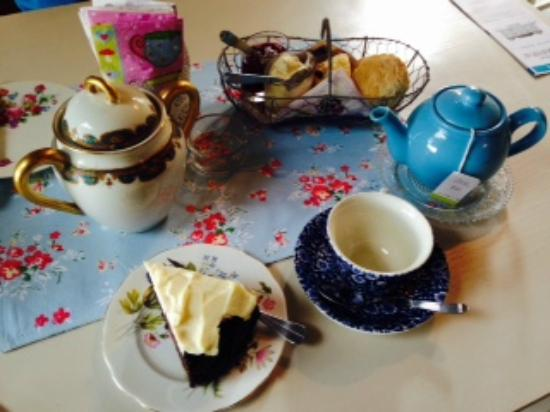 Pessac-sur-Dordogne, Fransa: tea and cakes