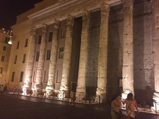 Pantheon: Beautiful Panthenon by night