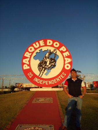 Parque do Peao: AREA EXTERNA E SIMBOLO DA FESTA DO PEÃP