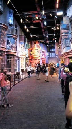 Warner Bros. Studio Tour London - The Making of Harry Potter: Diagon Alley