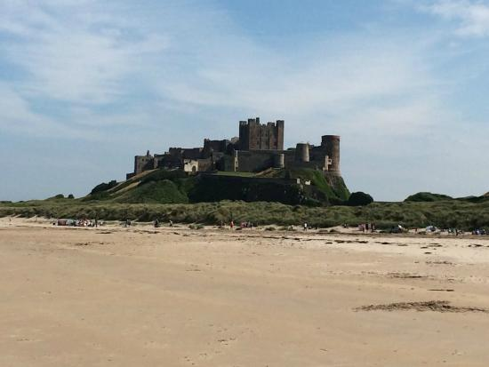 Tankerville Arms: Bamburgh Castle and beach
