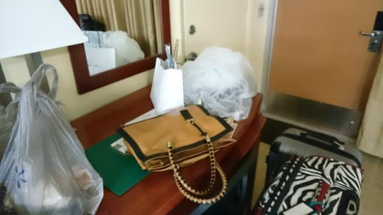 Quality Inn & Suites Hollywood Boulevard: pertences ensacados indevidamente pelo hotel