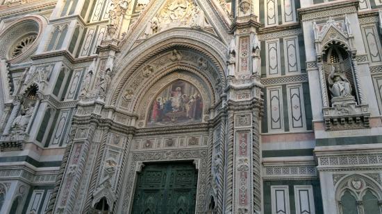 Piazza del Duomo: Fachada da catedral.