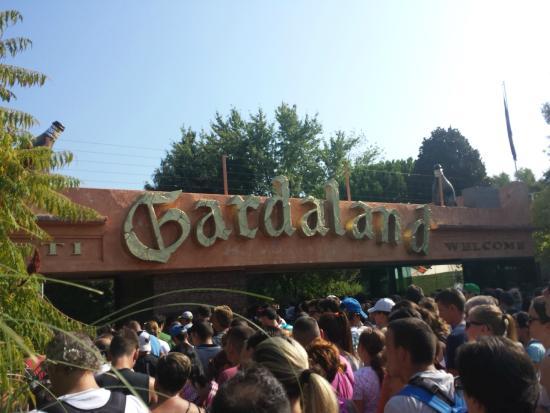 Gardaland Resort: Entrata di Gradaland....con relativa fila
