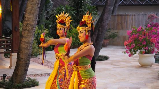 Palm Garden Amed Beach & Spa Resort: Balinesische Tänze