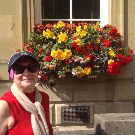 Bath Street: Корзинки цветов - визитная карточка города Бат