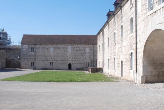 La Citadelle de Besancon: Cour des cadets