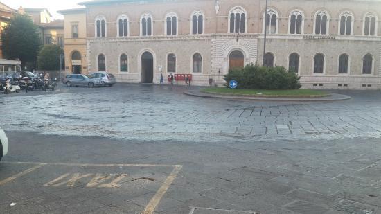 I Tetti di Siena: Esquina a 100mts del hotel.