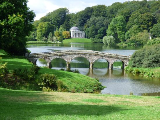 Stourhead House and Garden: Stourhead garden and bridge