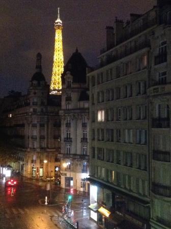 Passy Eiffel Hotel: Evening...
