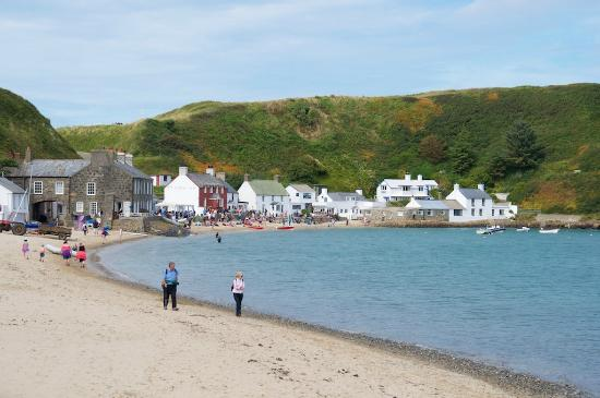 Ty Coch Inn: The pub sits within a beautiful beachside hamlet.