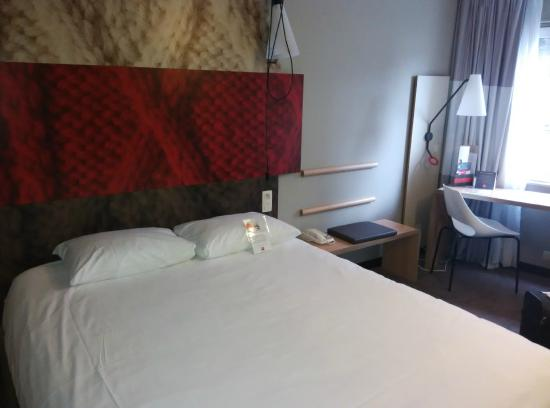 Ibis Brussels City Centre Hotel: Bed