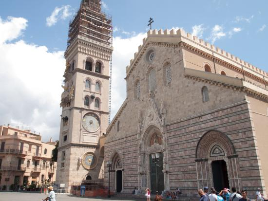 Duomo di Messina: Cathedral from outside