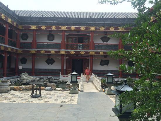 Han's Royal Garden Hotel: Courtyard