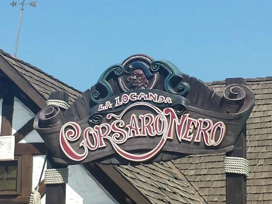 Gardaland Resort: Insegna della Locanda del Corsaro Nero ristorante interno al parco
