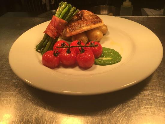 The Imperial Public House: Hake- Special