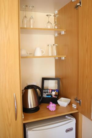 Aquamarine Guest House: Tea & Coffee facilities in the room