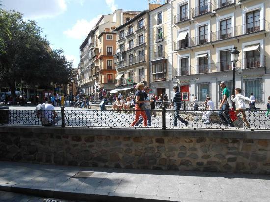 Toledo City Tour: Plaza Zocodover